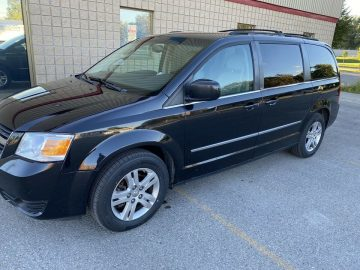 DODGE CARAVAN 7 PASSENGER STOW AND GO